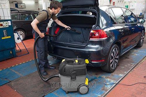 Máy hút bụi công nghiệp loại nhỏ thường được sử dụng để hút bụi ô tô
