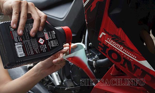 Thay dầu xe máy định kỳ để phòng tránh tình trạng hở bạc