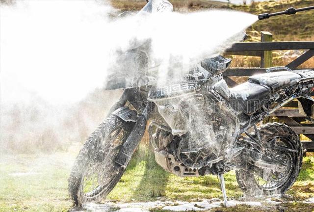 Cách rửa xe máy sạch và nhanh nhất 1