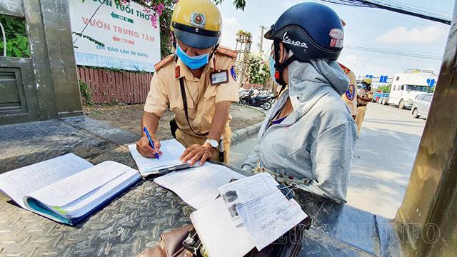 Xe máy không có giấy đăng ký xe bị phạt từ 300 - 400 nghìn đồng