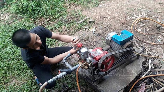 Vận hành thử máy xịt rửa xe dây đai trước khi mua