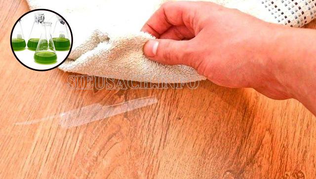 Tẩy vết băng dính trên mặt gỗ