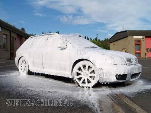Máy rửa xe Hiroma kết hợp với bình bọt tuyết cho hiệu quả vệ sinh vượt trội