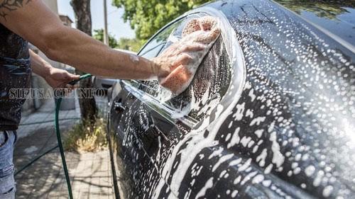 Bạn không nên rửa xe bằng nước rửa bát