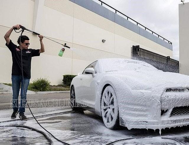 Hướng dẫn cách dùng bình bọt tuyết rửa xe