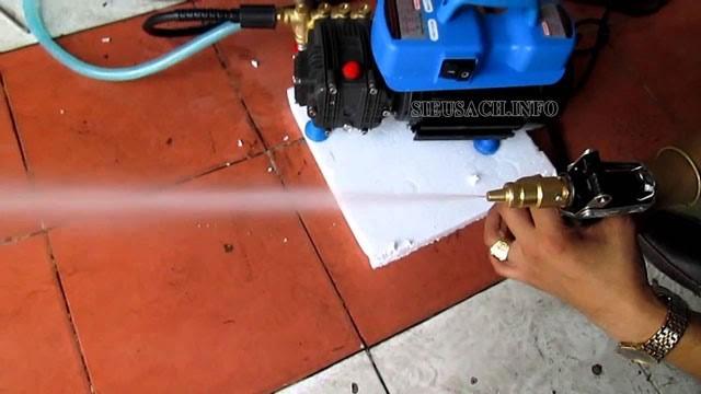 Máy phun rửa máy lạnh Dolphin có áp lực xịt nước rất mạnh