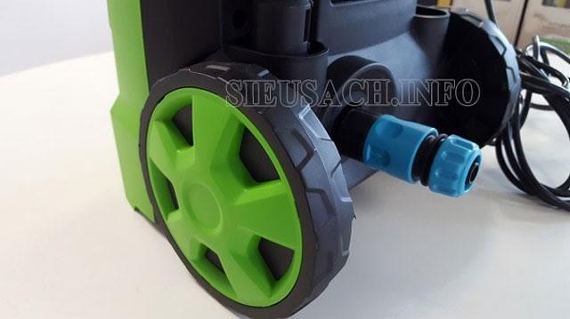 Model rửa xe Kangaroo có bánh xe di chuyển linh hoạt