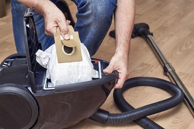Túi đựng bụi bị đầy làm động cơ phải tăng công suất khiến máy bị nóng