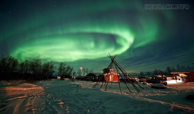Cực quang đẹp nhất thế giới thường xuất hiện tại hai điểm cực bắc và cực Nam
