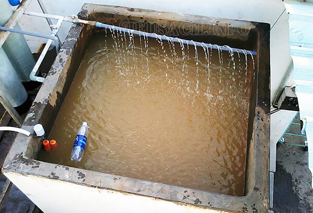 Xây dựng bể lọc loại bỏ các tạp chất trong nước giếng khoan để rửa xe