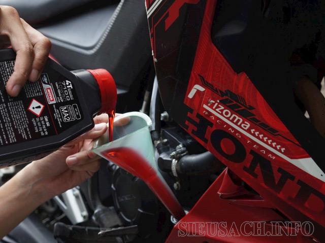 Thay dầu xe máy Honda
